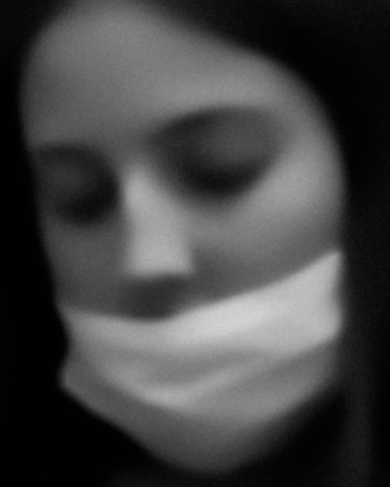 David Zijlstra از هلند. «جزئیات از دست رفته، شماره 18، آمستردام، 5 سپتامبر 2020، مترو 52»، از آثار شایسته تقدیر ژانر «خیابان» بخش آماتور، در مسابقه عکاسی مونو کروم 2020