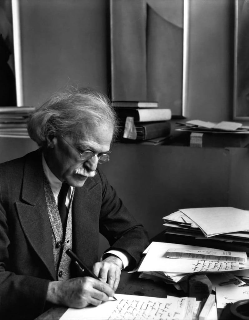 آلفرد استیگلیتس، پشت میزش، 1934