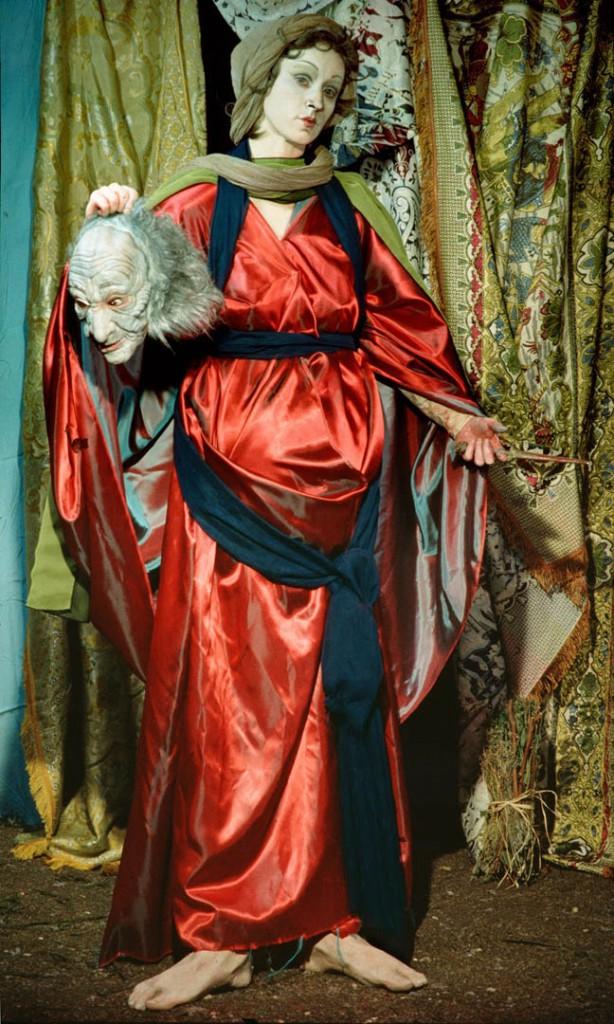 سیندی شرمن. بدون عنوان، شماره 228 (اقتباسی از داستان بریده شدن سر هولوفرنس به دست جودیت که در نقاشیهای متعددی بازنمایی شده، از جمله در نقاشی ساندرو بوتیچلی (1495 – 1500))، 1990