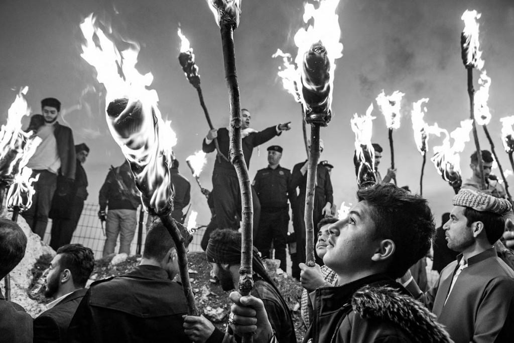 Murat Yazar. جشن نوروز، از مجموعه «سایههای کردستان»، برنده «جایزه بزرگ» مسابقه عکاسی The Mountain Photo Essay Competition 2020