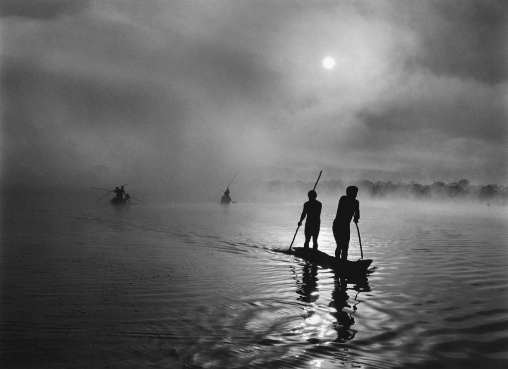 سباستیائو سالگادو. ماهیگیران وائورو در دریاچه پیولاگا، برزیل، 2005
