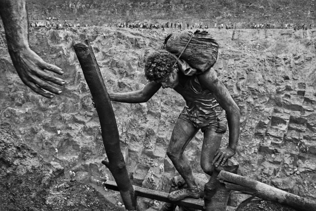 سباستیائو سالگادو. کارگری در معدن طلای سرا پلادا، برزیل، 1986
