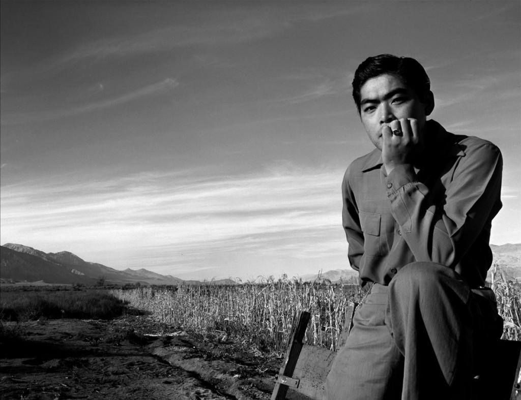 انسل آدامز. پرتره تام کوبایاشی در مَنزِنار، کلیفرنیا، 1943