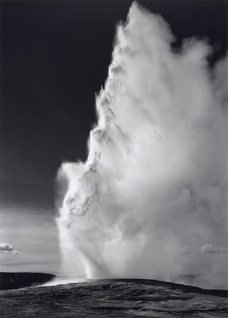 انسل آدامز. آبفشان فیتفول، پارک ملی یلواستون، وایومینگ، 1942