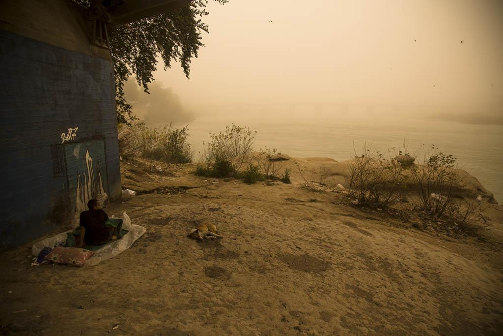 محمدحسین مددی. از مجموعه «شهری زیر غبار»، مقام دوم دسته محیط زیست، بخش حرفهای مسابقه عکاسی سونی 2021