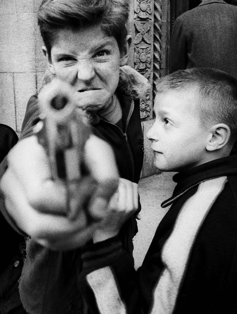 ویلیام کلاین. «تفنگ 1، نیویورک»، 1955