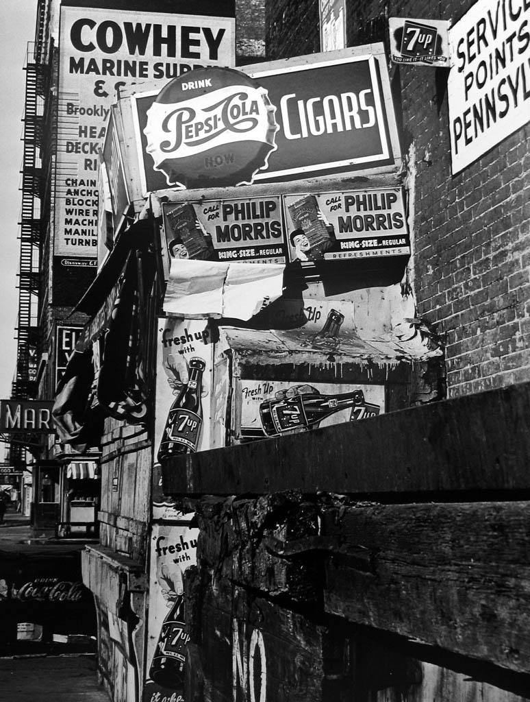 ویلیام کلاین. «کاهِی، مارین، نیویورک»، 1955