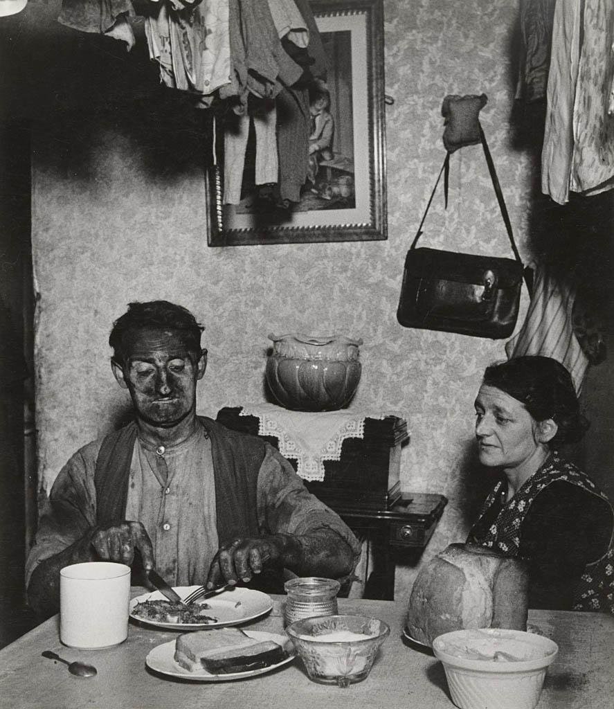 بیل برانت. «معدنچی نرتامبرایی در حال صرف شام»، 1937