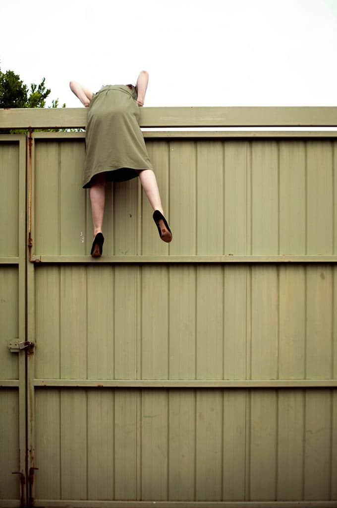 Daisy Noyes. «فرار (سلفپرتره در قرنطینه شماره 4)»، از مجموعه «71 سلفپرتره در قرنطینه»، از آثار منتخب داوران مسابقه عکاسی برگزیده منتقدان لنزکالچر ۲۰۲۰