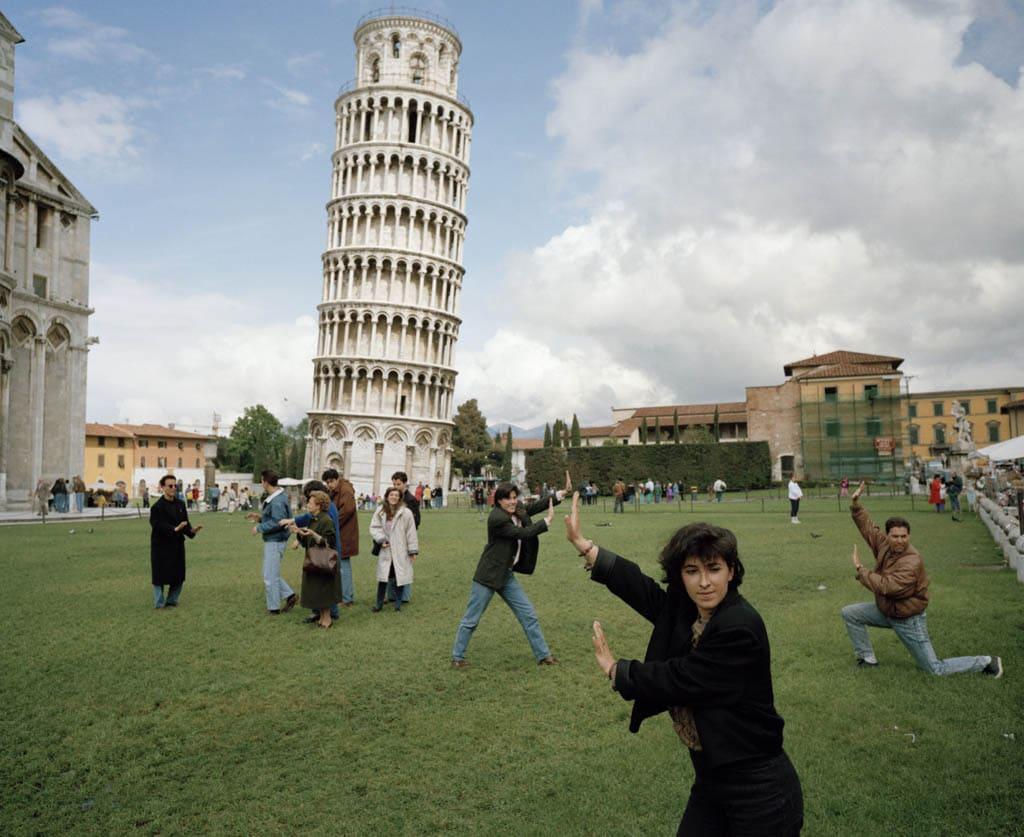 مارتین پار. برج کج پیزا، از مجموعه Small World، 1990