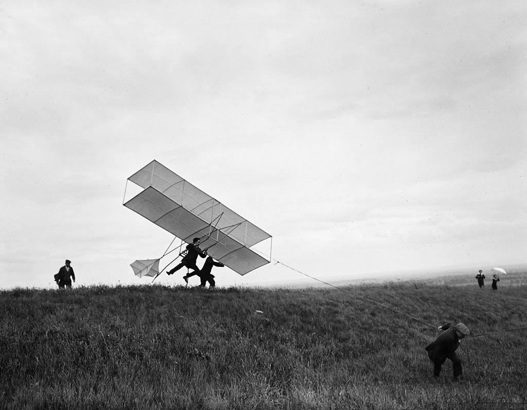 ژاک آنری لارتیگ. «گلایدری که مُریس لارتیگ ساخته»، 1909