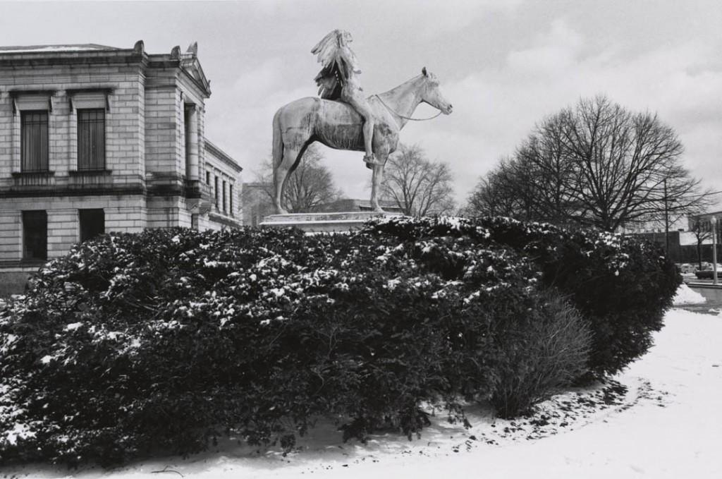 لی فریدلندر. «توسل به روح بزرگ، موزه هنرهای زیبا، باستن، مساچوستس»، 1975