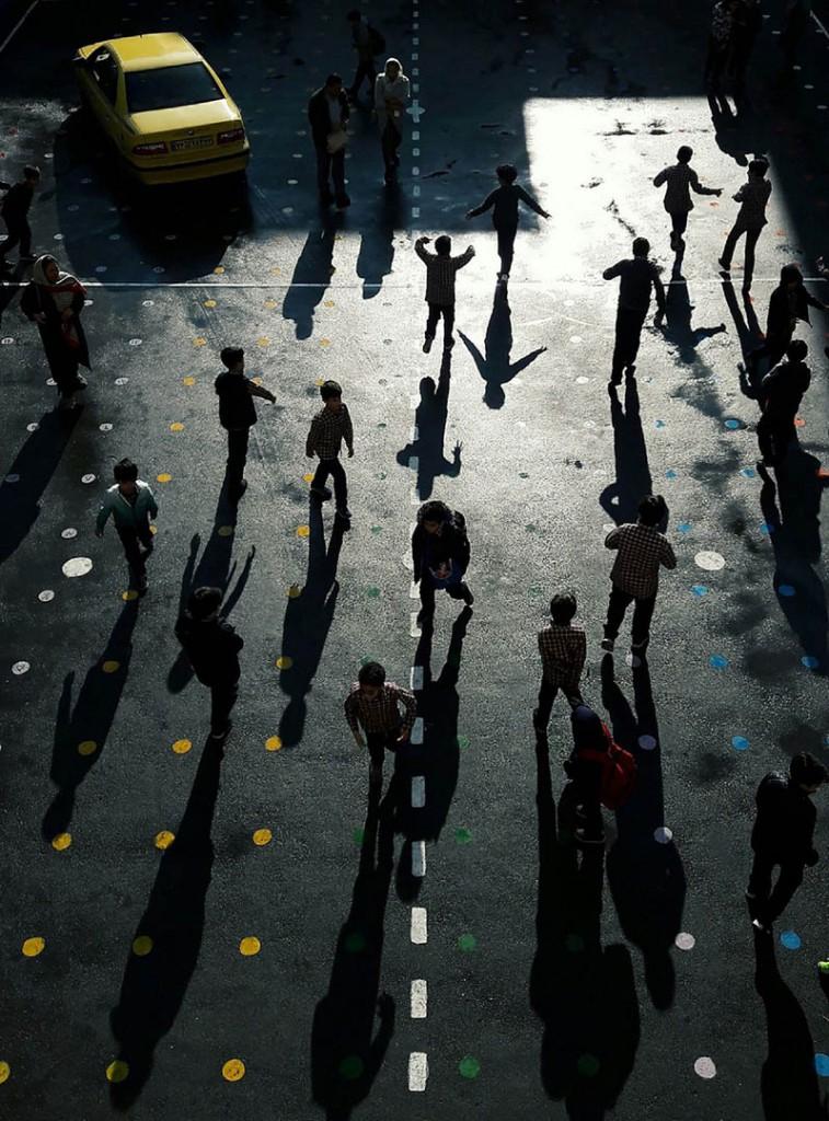 فاطمه پزشکی. «بازی با سایهها»، از فینالیستهای مسابقه عکاسی خیابانی لنزکالچر 2020
