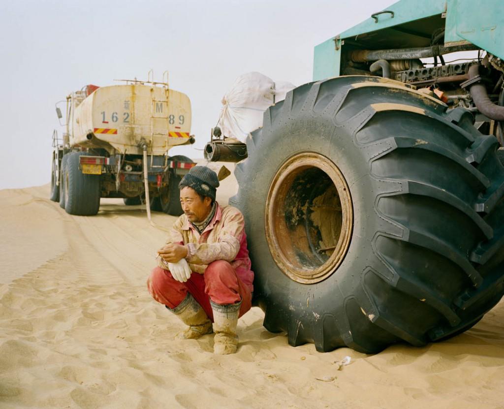 پاتریک وک. تکنسین ارشد شرکت دولتی نفت در چین CNPC، بخشی از تیم کاوش نفت در صحرای تەکلىماکان قۇملۇقى، استان سینکیانگ، چین، دسامبر 2016
