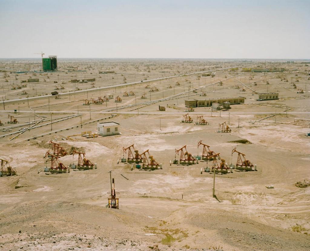 پاتریک وک. پمپهای میدان نفتی در حومه قارامای شەھىرى، استان سینکیانگ، چین، می 2017