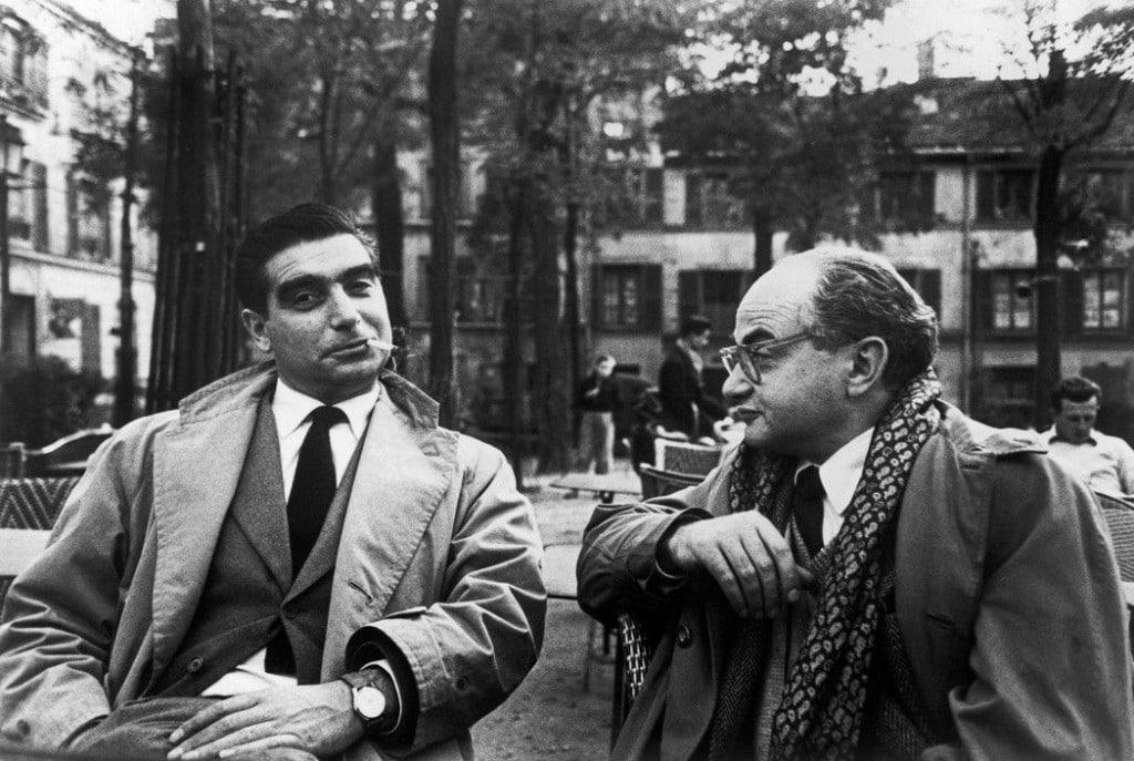 آنری کارتیه برسون. «رابرت کاپا و دیوید سیمور، پلاس دو تِرْتر، پاریس»، 1952