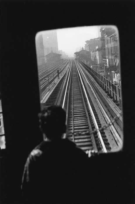 قدرت عکاسی: الیوت ارویت، راهآهن خیابان سوم