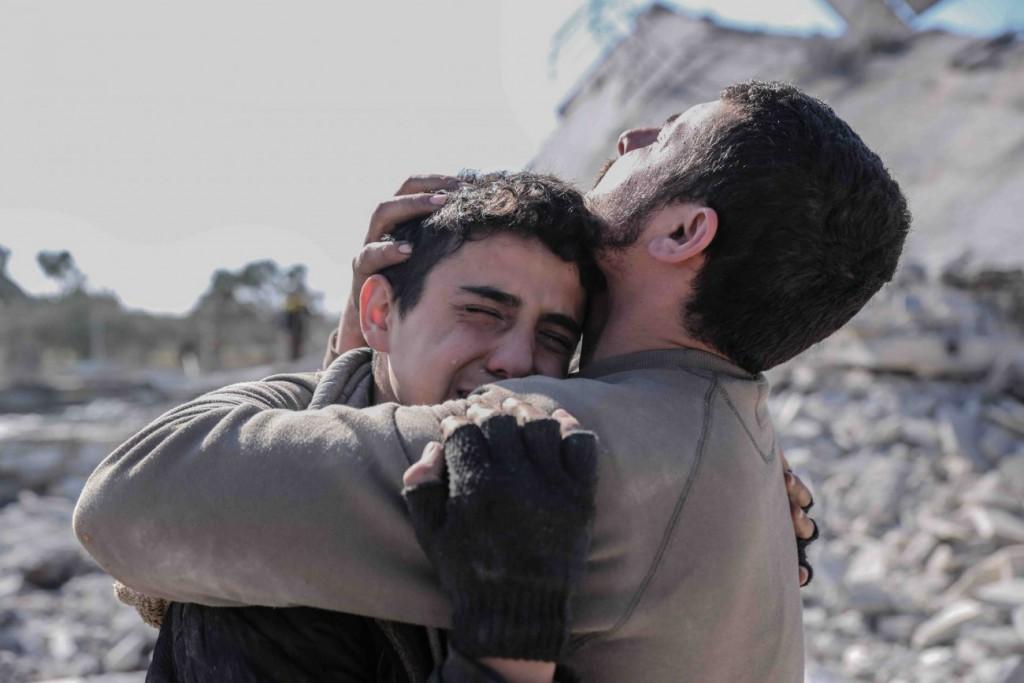 Ghalth Alsayed برای UNOCHA. «دو برادر در حال گریستن برای مادر و برادر بزرگترشان که در حمله هوایی به خانهشان کشته شدند، ادلب»، 2020