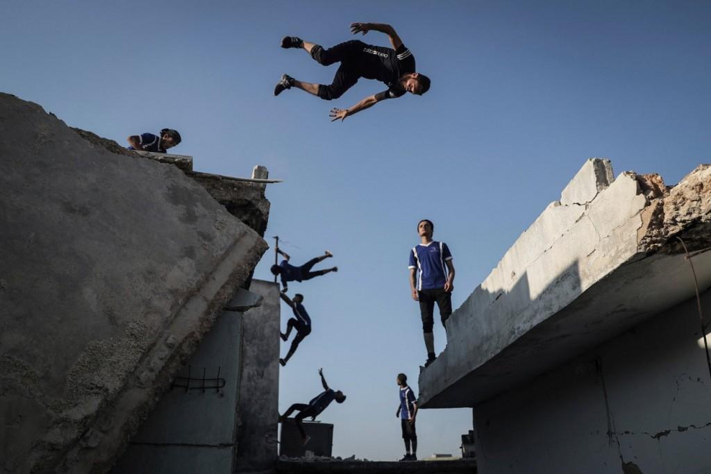 Anas Alkharboutli / DPA برای UNOCHA. «ورزشکاران سوری در بقایای ساختمانهای تخریبشده در جنگ مشغول تمرین هستند، حوالی حلب»، سپتامبر 2020