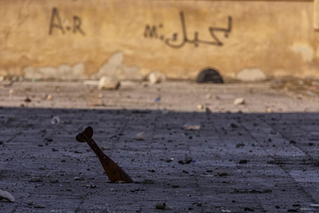 Omar Sanadiki برای UNOCHA. «خمپاره و دیوارنوشتهی «دوستت دارم»، حلب»، دسامبر 2016