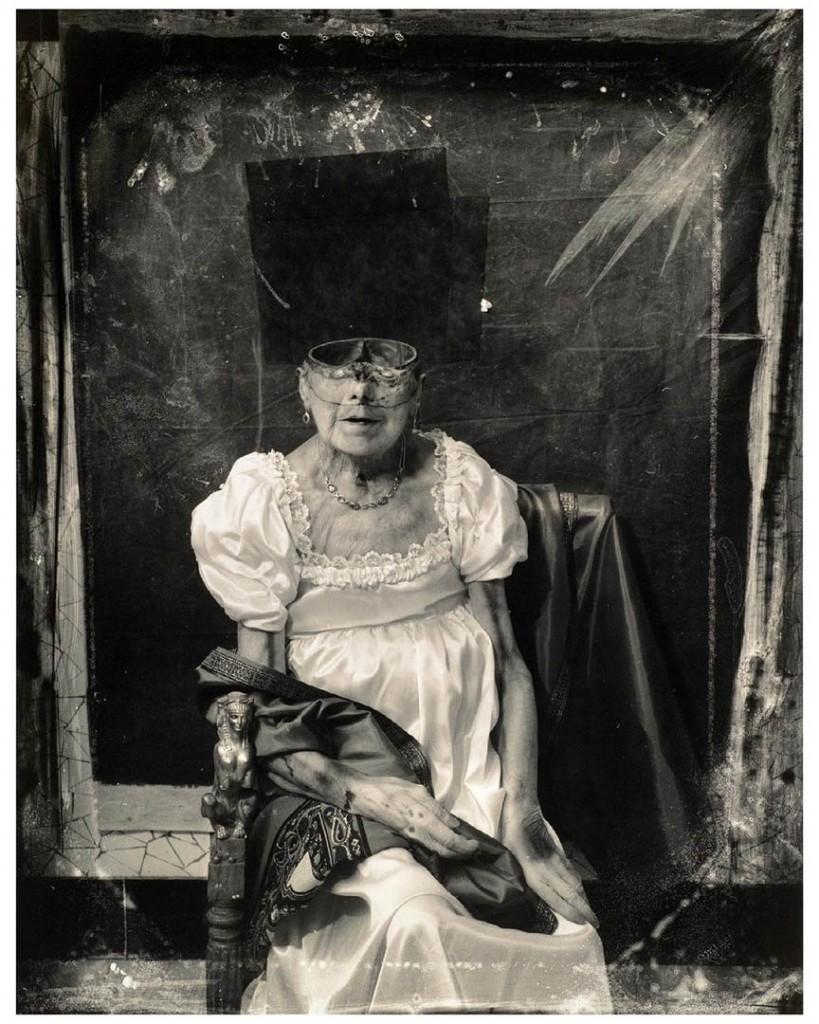 جوئل پیتر ویتکین. «پرترههایی از آخرت: کنتس دارو، پاریس»، 1994 (یک عکس از سهلت و ارجاعی به نقاشی ژاک لوئی داوید)